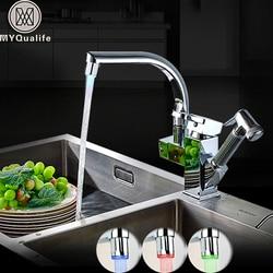 Светодиодный кухонный смеситель с одной ручкой, двойной поворотный слив, кухонный кран с горячей и холодной водой, распылитель