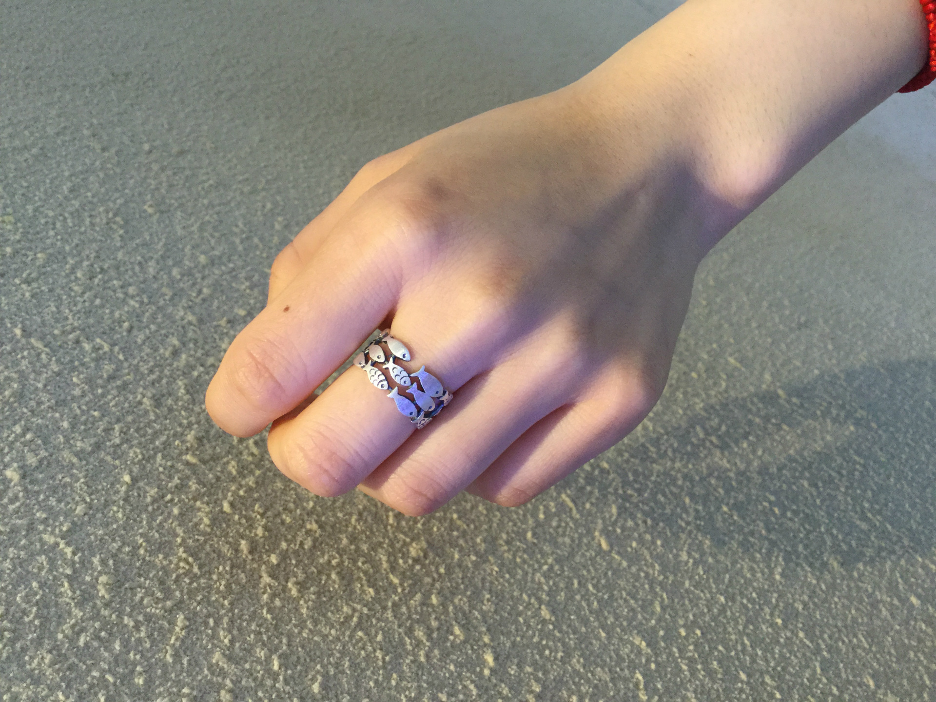 Stunning 925 Sterling Silver Swimming Fish Ring in hand