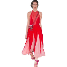 High-quality runway design star wearing 2017 summer new female fight color Slim was thin European station halter sexy red dress
