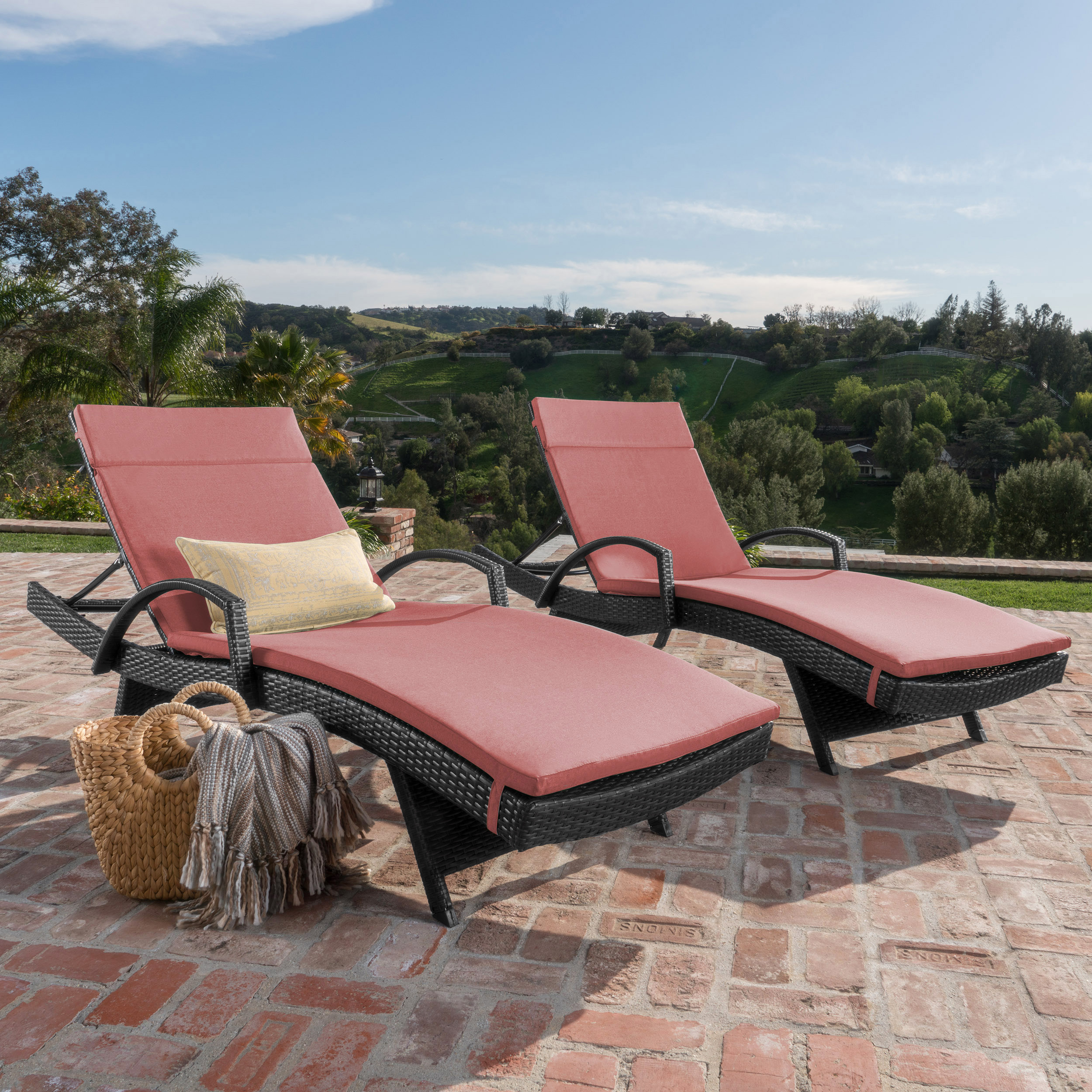 Soleil Outdoor Wicker Chaise Lounges w/ Water Resistant Cushions (Set of 2) (4)