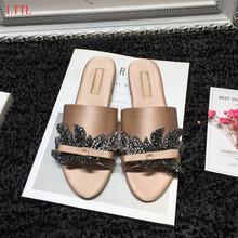 Best selling crystal embellished woman slippers 2017 newest satin leafs flat shoes summer open toe flip flops Mules Sandals