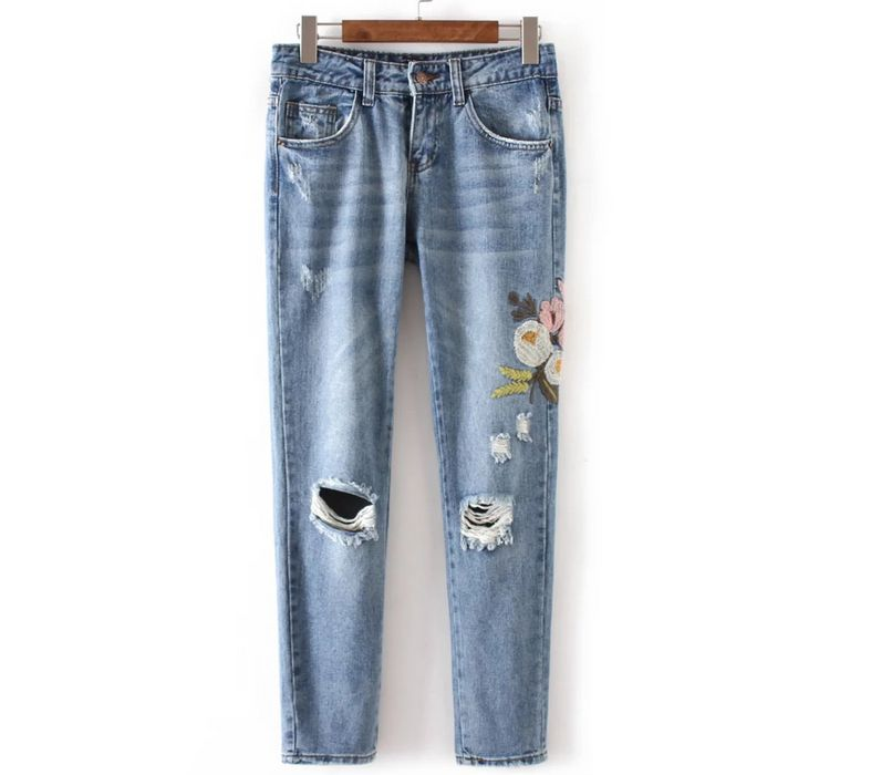 Europe 2017 Woman Fashion Side Flowers Embroidered Washed Denim Trousers Knee With big Holes Loose Mid rise Jeans pantsОдежда и ак�е��уары<br><br><br>Aliexpress