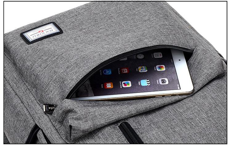 حقيبة مدرسية سوداء USB 18