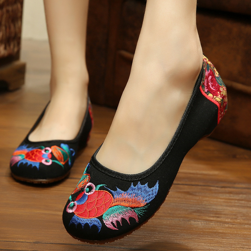 New fashion Goldfish embroidery womens cloth shoes Chinese nation style Spring and Autumn black soft Walking flats ladies shoes<br><br>Aliexpress