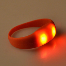 Wholesale Cool 8 Color Unisex Vibration Voice Control LED Light Up Silicone Bracelet Glow Flash Bangle Gift For Party Decoration