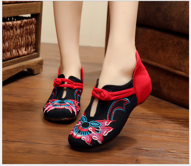 Auspicious single shoes Old Beijing Cloth Shoes Flower Embroidery Ladies Vintage Elegant Casual Walking Flats Zapatos<br><br>Aliexpress