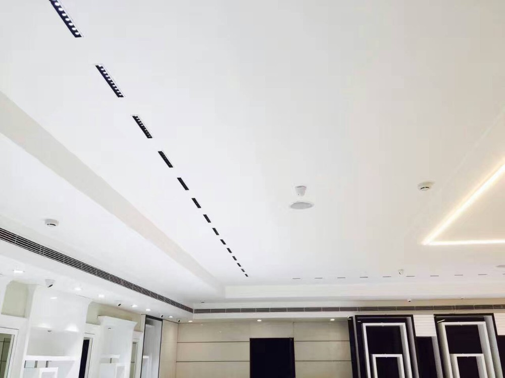 Linear recessed spotlights