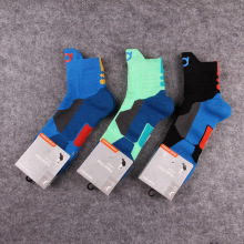 KD in the basket of basketball socks thickening elite socks running sports socks sweat towel socks 2 KDurant professional socks