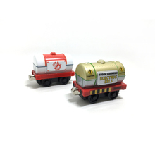 T0147 Diecast Metal magnetic Thomas and Friends  metal Track Child Toys- Golden oil tank and iobster transport Tanker trucks