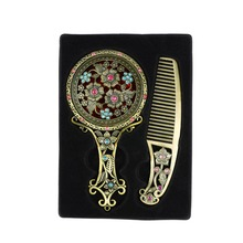 Women Chic Retro Bronze Pocket Mirror Compact Makeup Mirrors Comb Set Handheld Make Up Hollowed-Out Makeup Tool Send Randomly