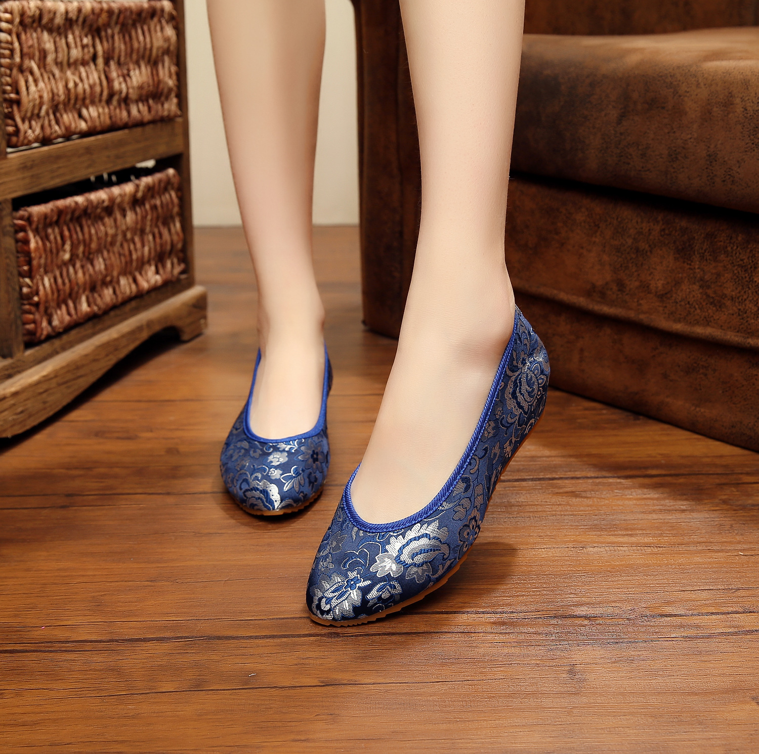 New fashion chinese cheongsam women pumps casual elegant satin embroidered wedge heels ladies Height increasing oxford shoes for<br><br>Aliexpress