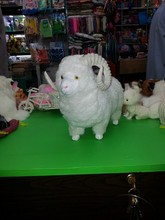 simulation cute white sheep 28x22cm model polyethylene&furs sheep model home decoration props ,model gift d577(China)