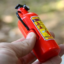 1 pcs Children's Plastic Tricky Little Squirt Toy Summer Funny Emulational Water Gun Fire Extinguisher Style