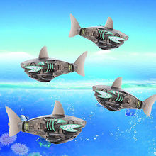 Funny Battery Powered Robot Fish Shark Electronic Fish Toy Lighting Swimming Bath Toys Black for Baby