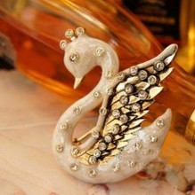 Europe and the United States Court of exquisite retro White Swan Pendant Brooch  264M