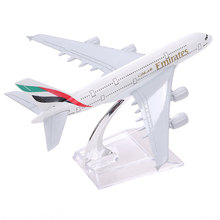 Hot Brand New Airbus380 Emirates Airlines A-380 Aircraft Aeroplan 16cm Diecast Model United Arab Emirates A380 High Simulation(China)