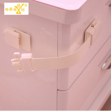 1 PIC dollhouses blockers doors for child safety child lock child safety watch Baby furniture Protection children fridge TAQS37(China)