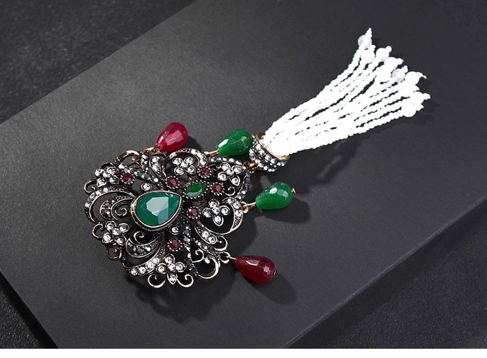 vintage-green-brooch-with-tassel-pendant_03