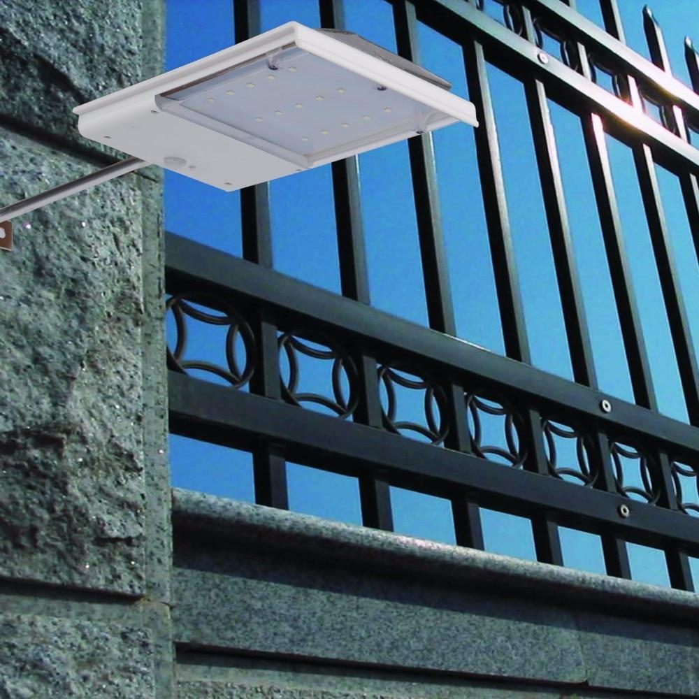مصباح إنارة خارجي يعمل على الطاقة الشمسية