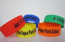 500pcs customized logo 1inch rubber silicone bracelet EG-WBP101 named letters armband for events personalized writing hand bands(China)