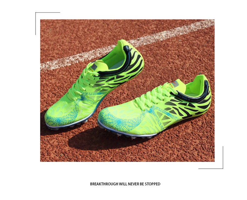 soccer shoes,