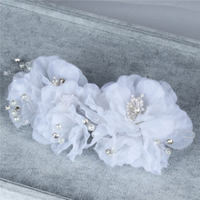 Winter wedding snow yarn flowers hair accessories bridal headdress beads magazine photo studio photo accessories