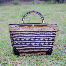 2017 Summer new vacation package Thai version of the straw bag metal handle rattan bag package beach beach beach package