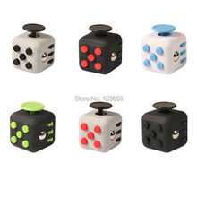5pcs/lot 2.2cm Squeeze Fun Stress Reliever Fidget Cube Keychain Reliever Vinyl Desk Toy Click Glide Flip Spin Breathe Roll Gifts