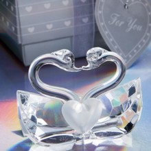 FREE SHIPPING+Wedding Favors Choice Crystal Kissing Swans Figurine Bridal Shower Favor and Gift For Guest