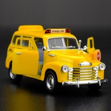 High Simulation Exquisite Diecasts&Toy Vehicles KiNSMART Car Styling Chevrolet SUBURBAN 1950 School Bus 1:36 Alloy Diecast Model