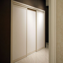 OPPEIN Pure White Wardrobe with 3 Sliding Doors YG11012(China)
