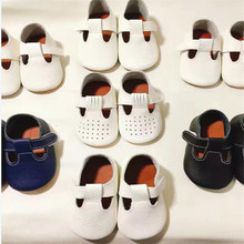 2017 New Hot Top Quality Rubber Sole T-bar hollow Summer Genuine Leather Baby Moccasins Baby Shoes girls first walker Anti-slip