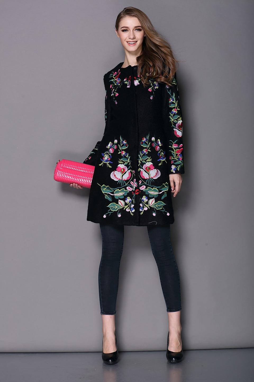 Пальто с вышивкой (60 фото модное 2018, с золотой вышивкой, с вышивкой) 72