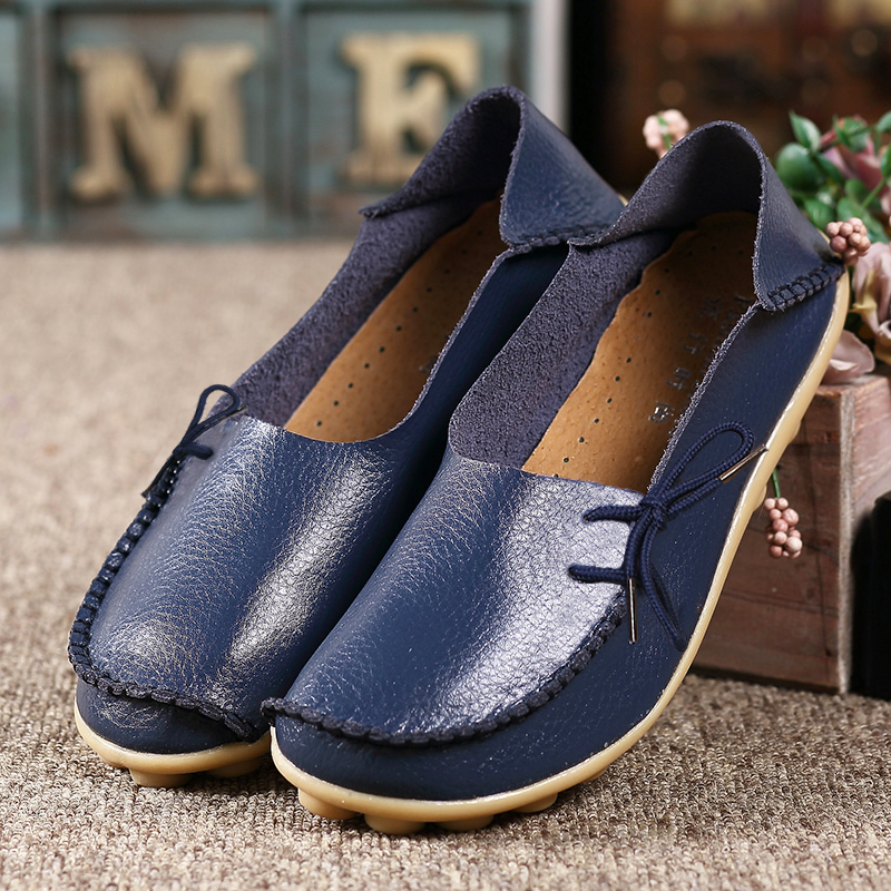 2016 Moccasins Womens Soft Leisure Flats Female Driving Shoes Loafers Mother Casual Shoes Fashion Woman Genuine Leather Shoes<br><br>Aliexpress