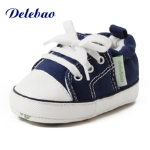 Delebao 2017 Fashion Shallow Slip-On Solid Cotton Fabric Soft Sole Shoes For Autumn/Winter Baby Shoes For 0-24 Months Baby(China)