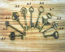 1 pcs of  Antique Retro Vintage Old Look Bronze Keys Fancy Heart Bow Pendant Metal Craft DIY Accessories Collection