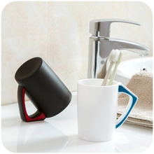 Large capacity can be inverted dust brush cup rinsing mug with handle, plastic cup couple cups