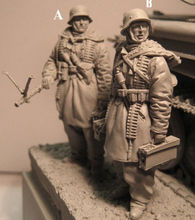 Assembly  Unpainted  Scale 1/35  Germans carried gun in winter soldiers    figure Historical WWII Resin Model Free Shipping