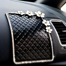 LADYCRASTAL Car Styling Car Non-Slip Mat Diamante Daisy Sticky Silica Gel For GPS Mobile Phone Pad Anti Slip Mat Drop shipping(China)