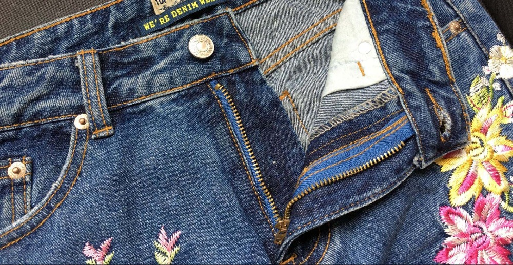 2017 Europe and the United States women's three-dimensional 3D heavy craft bird flowers before and after embroidery high waist Slim straight jeans large code system 46 yards (19)