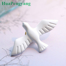 2016 Hot New Retro White Acrylic Brooch Swallow Birds Dove Animal Brooches Jewelry Accessories Wholesale(China)