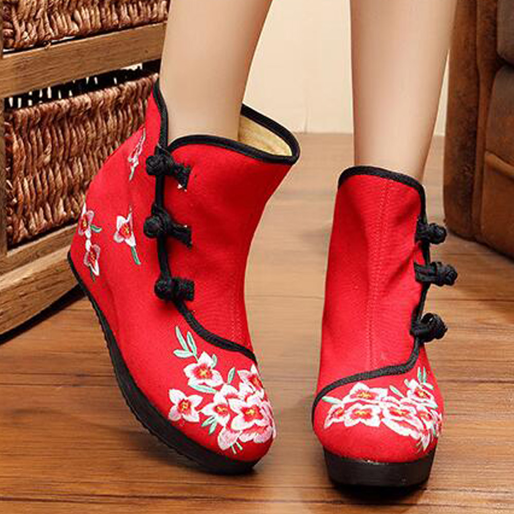 Vintage Embroidery Boots new Chinese Women blossoming floral embroidered old Beijing retro national Single boots size 35-40<br><br>Aliexpress