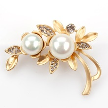 Elegant Imitation Pearl Flower Wedding Brooch Pins for Women in Matt Gold and Silver color
