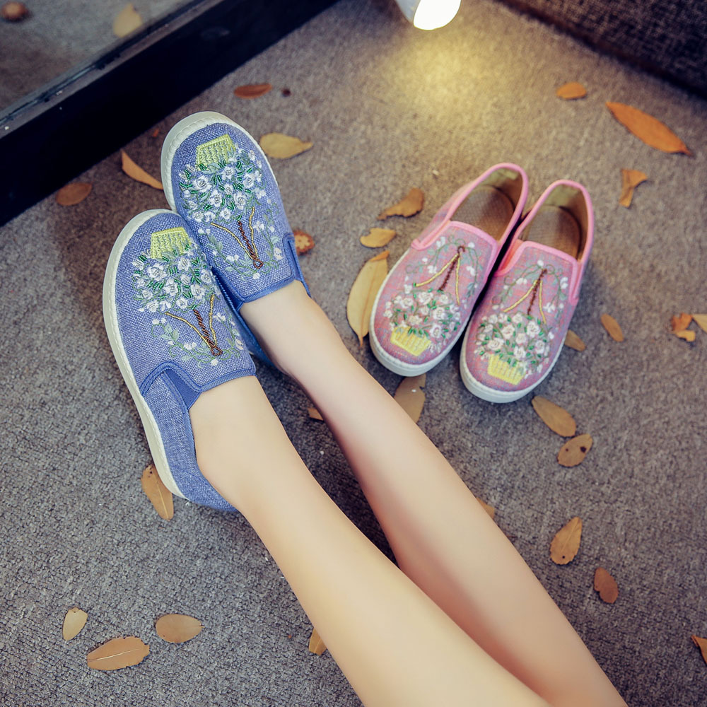 Women Flats Casual Shoes Slip On Bead Embroidery Shoes Retro Loafers Lady Cotton Cloth Shoes Sapato Feminino Plus Size 43