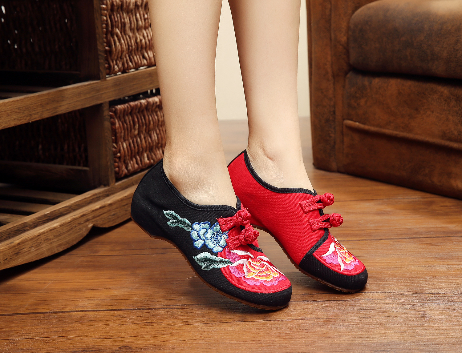 2016 Spring New Hit Color WomenS Flats Wedge Heels Foot Cover Black Peony Embroidery High Quality Leisure Shoes SMYXHX-D0133<br><br>Aliexpress