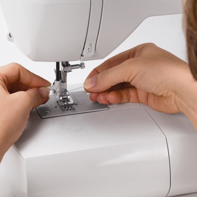 Singer Sewing Machine 6160 60-Stitch Computerized with Auto Needle Threader (3)