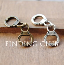 20 pcs Vintage Style Freedom Handcuff Charms Soldered Together 3D Metal Bracelet Necklace Jewelry Findings A123/A124