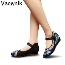4 Colours Women Low Heel Wedges Old Peking Shoes Pointed Toe Platforms Ladies Flower Embroidered Pumps Zapato Mujer Oxford Sole(China)