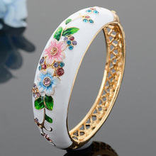 2017 New Flower Enamel Bangles Bracelet Famous Brand Women Jewelry Party Banquet Ethnic Bangles Retro Female Jewelry 4 Colors(China)