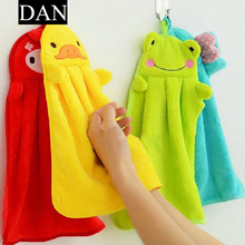 Hot Sale 1 Pieces Nursery Cartoon Soft Plush Hand Towel Cute Animal Hanging Wipe Bathing Towel